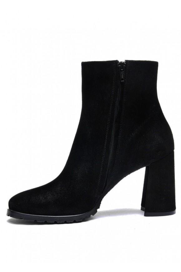 337053 Черные ботинки