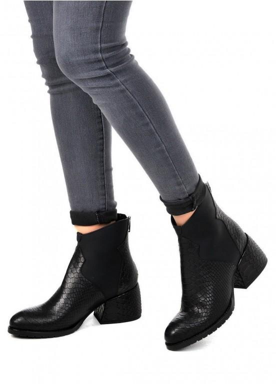 425701 Черные кожаные ботинки с тиснением