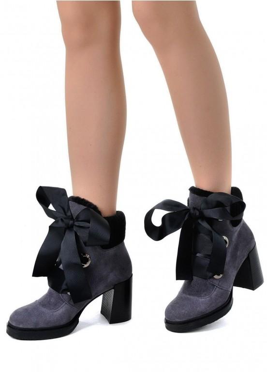 652233 Серые замшевые ботинки оптом