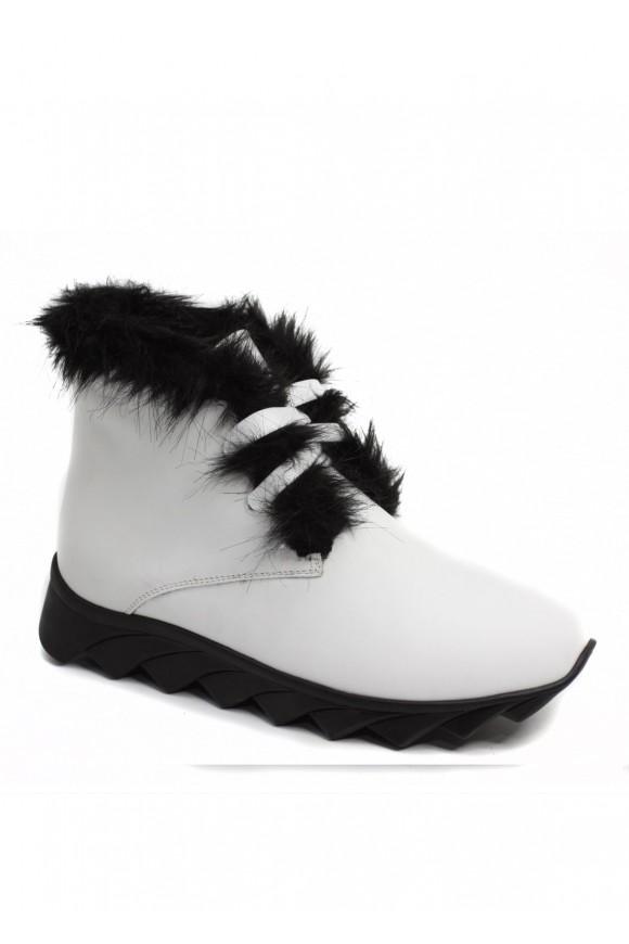 565715 Кожаные белые ботинки на меху