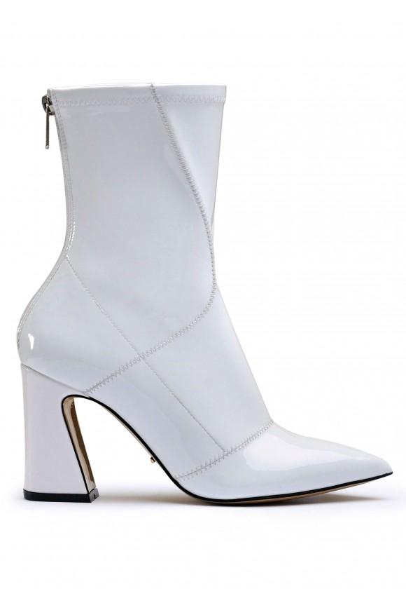 725037 Білі черевики з лаку