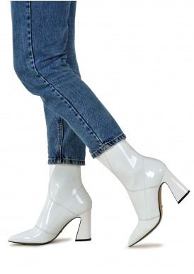 725037 Белые ботинки из лака