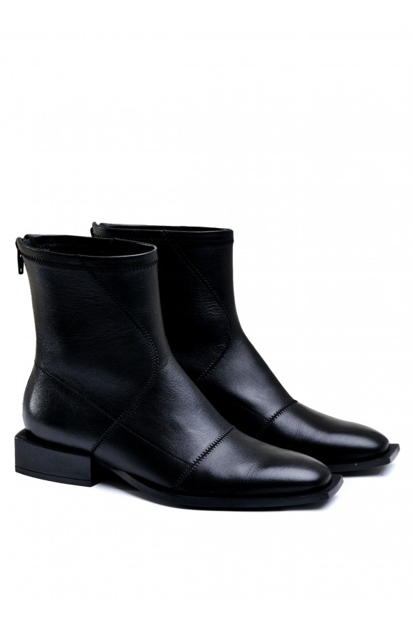 888421 Шкіряні черевики на низьких підборах