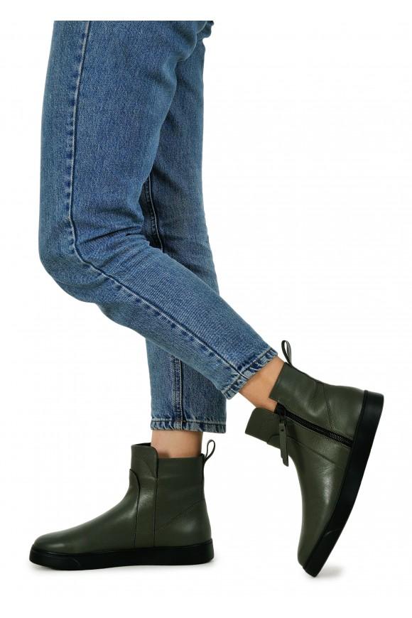 911735 Зручні черевики кольору хакі