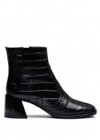 946021 Шкіряні черевики на невеликому каблуці