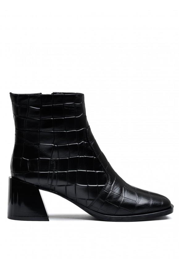 946021 Кожаные ботинки на небольшом каблуке