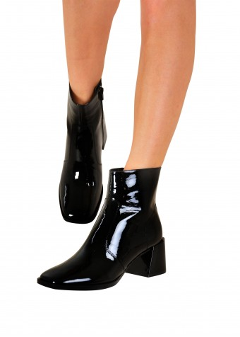 946031 Чорні лакові черевики