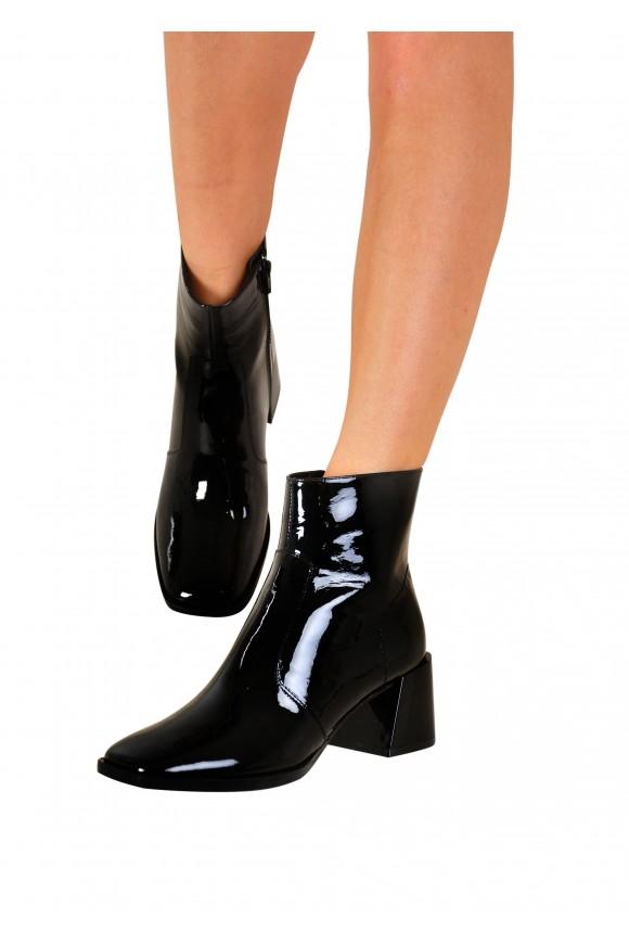946031 Чёрные лаковые ботинки