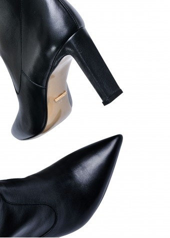 146001 Шкіряні чоботи на зручному каблуці