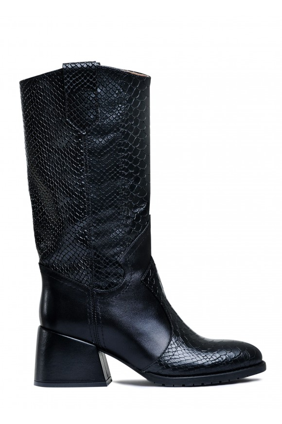 425911 Шкіряні чоботи на середньому каблуці