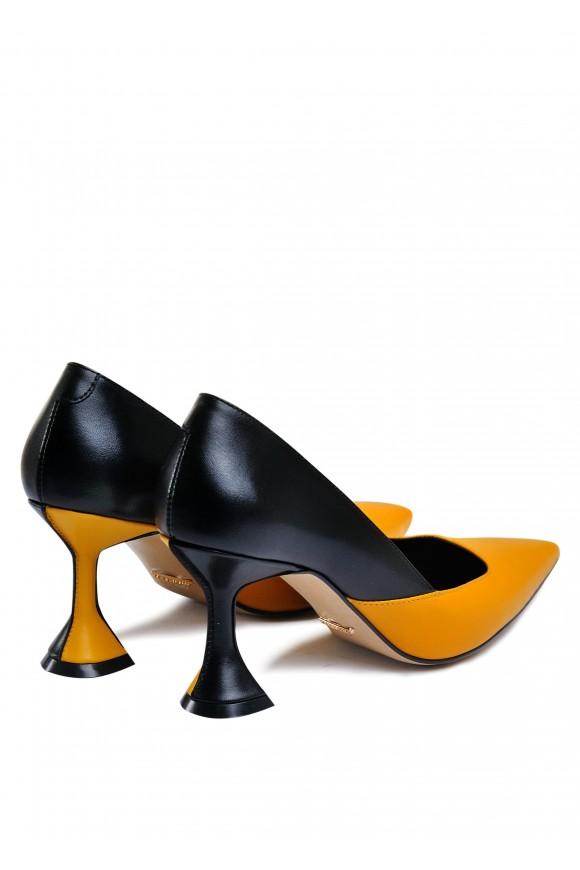 795011 Шкіряні туфлі на оригінальному підборах