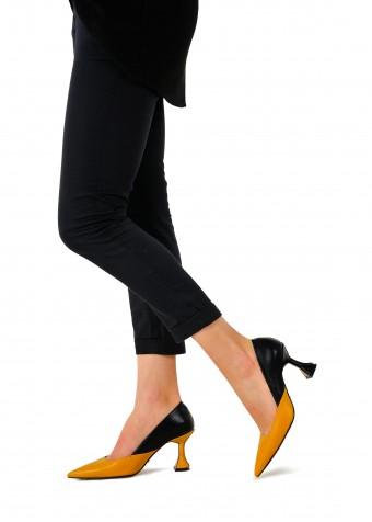 795011 Кожаные туфли на оригинальном каблуке