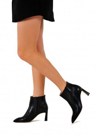 821503 Кожаные ботинки на среднем каблуке