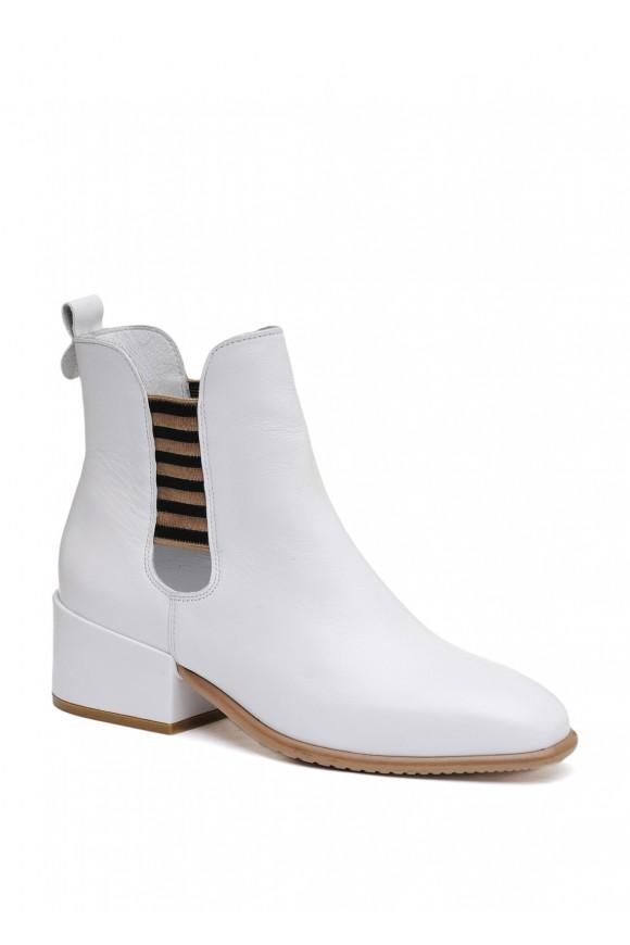 024761 Білі шкіряні черевики