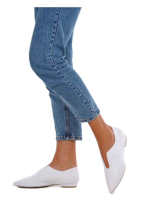 492202 Белые кожаные закрытые туфли