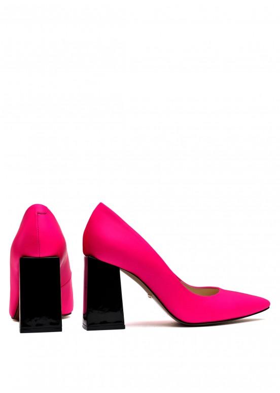 724866 Стильные яркие кожаные туфли