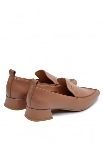 393022 Стильные бежевые туфли на низком каблуке