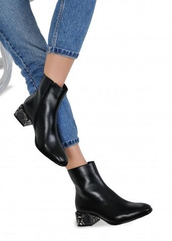452561 Кожаные ботинки черного цвета