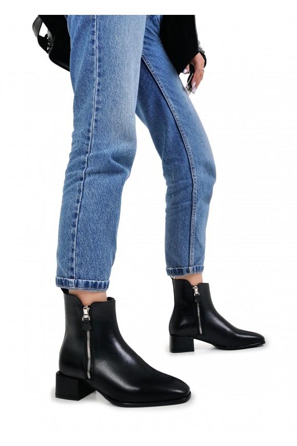 453001 Шкіряні черевики чорного кольору
