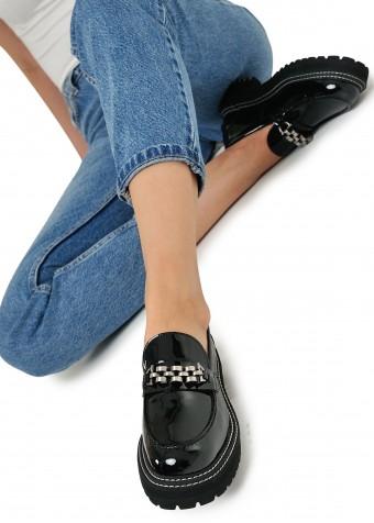 669805 Лаковые туфли на массивной подошве