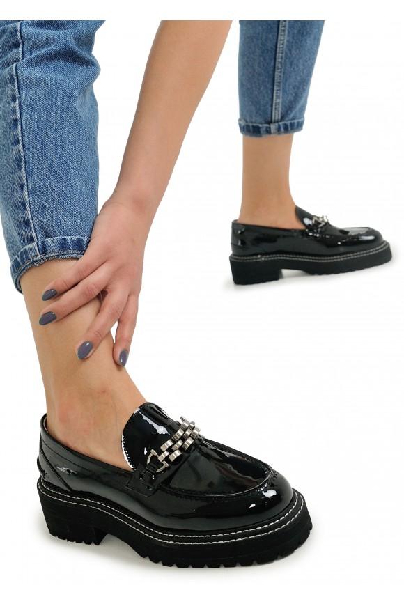 669805 Лакові туфлі на на масивній підошві