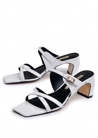 905012 Белые босоножки на устойчивом каблуке