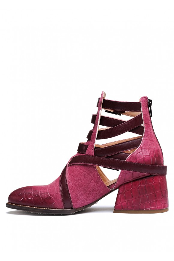 Бордовые ботинки с