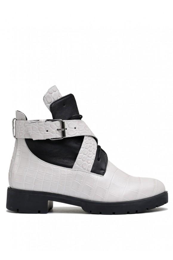 Світлі черевики