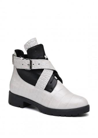 052211 Светлые ботинки