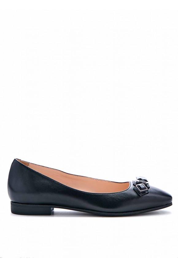 Чорні туфлі з каменями