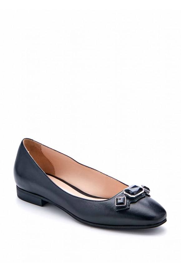Черные туфли с камнями