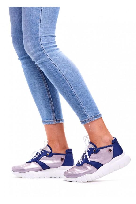 Стильные кроссовки