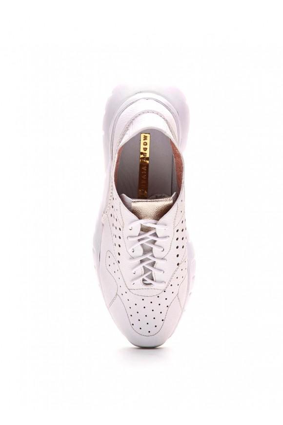 Белые кожаные кроссовки