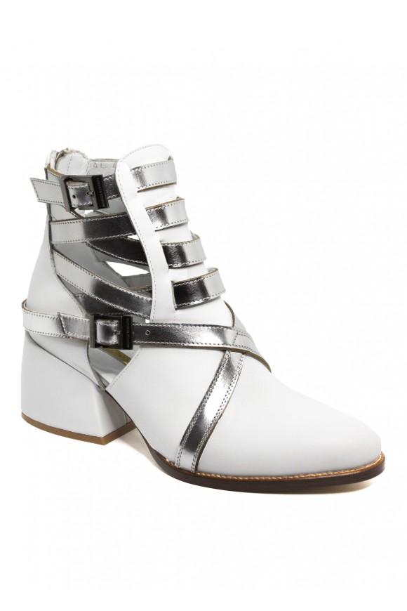 Белые кожаные ботинки