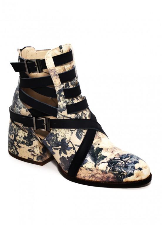 424251 Кожаные ботинки в принт