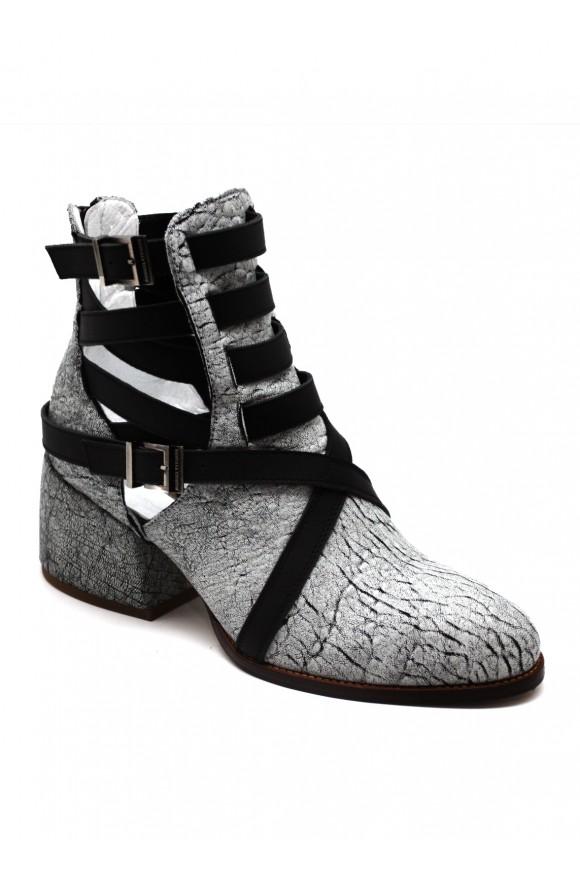 Стильные кожаные ботинки