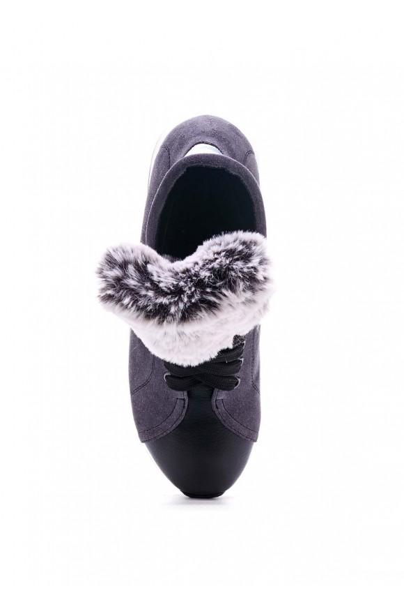 Серые кроссовки
