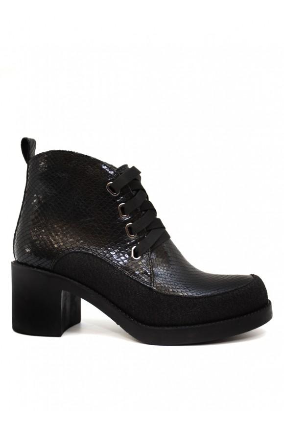 Чорні шкіряні черевики