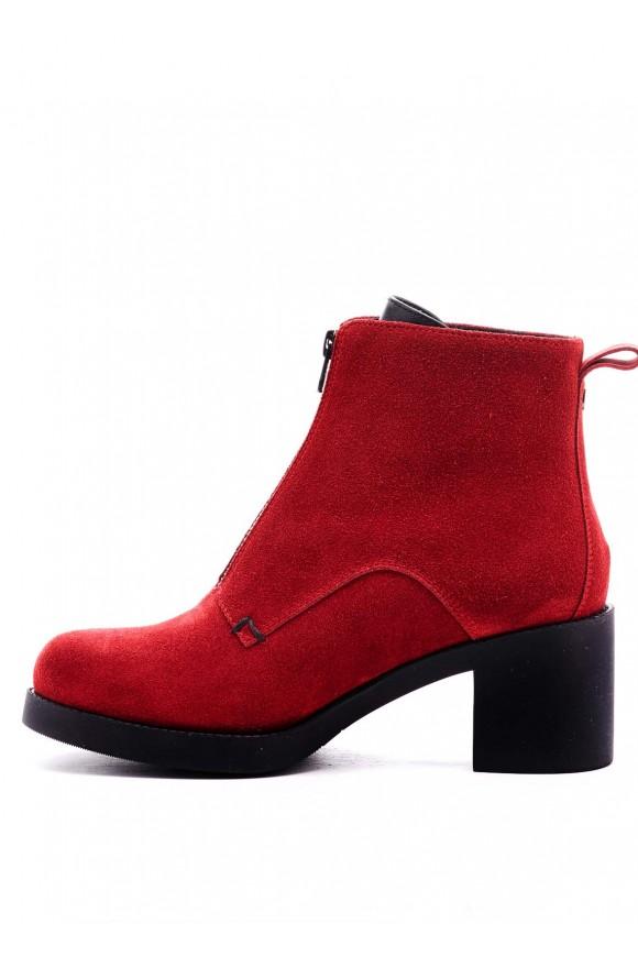 Червоні черевики