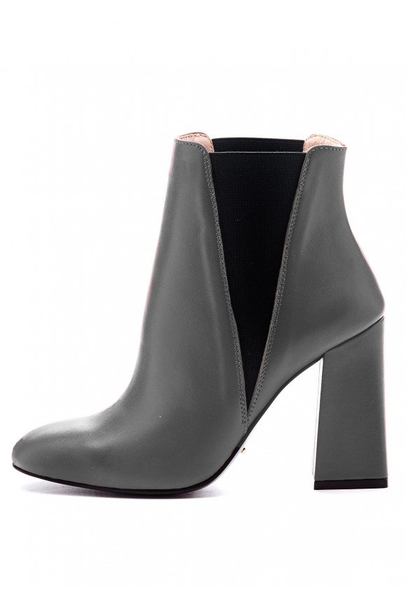 Серые кожаные ботинки