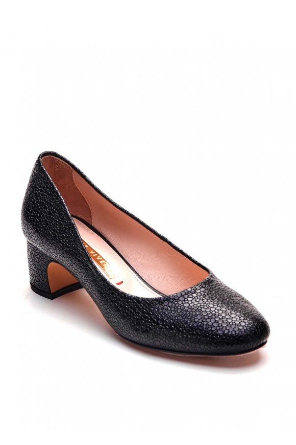 Чорні шкіряні туфлі