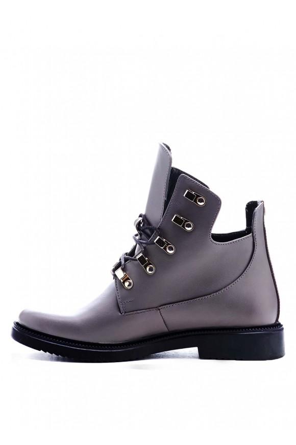 Серые ботинки