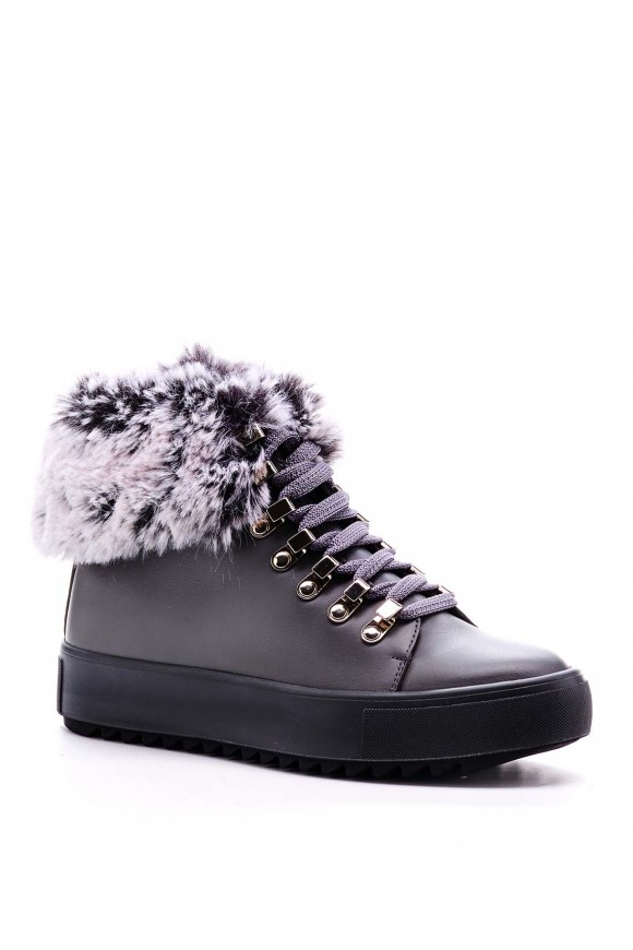 Сірі черевики