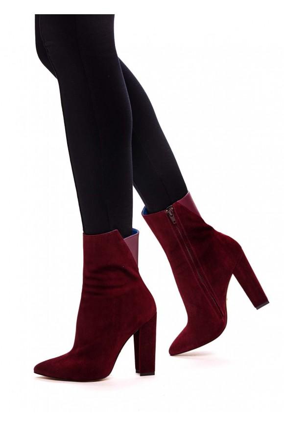 Ботинки высоких на каблуках