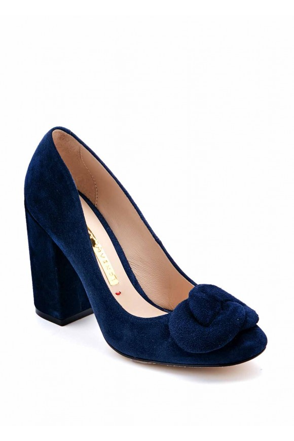 Синие туфли на высоком каблуке