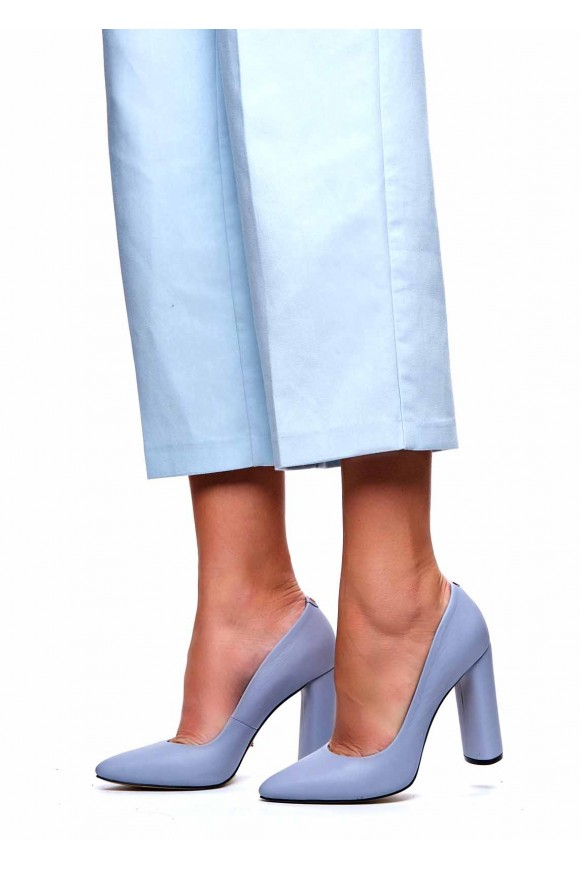 Туфли на высоком каблуке голубого цвета