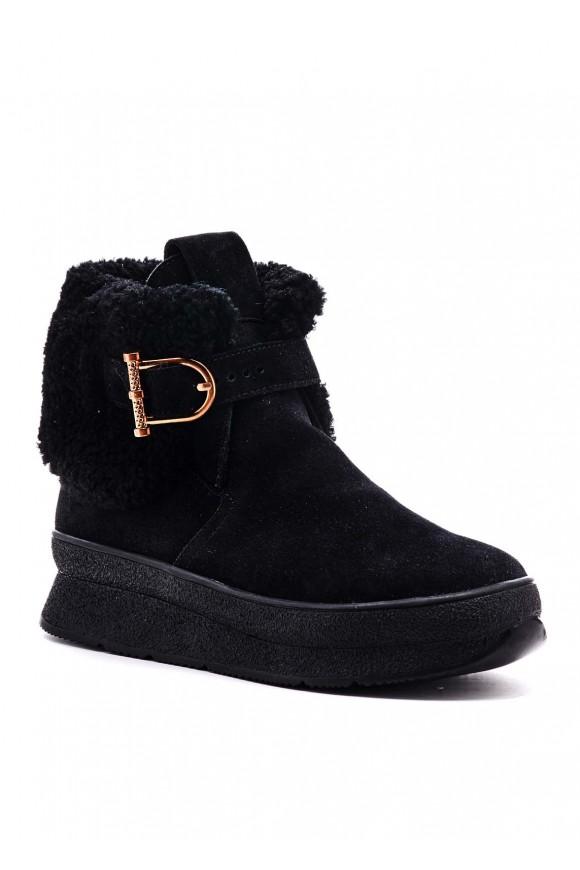 Чорні черевики
