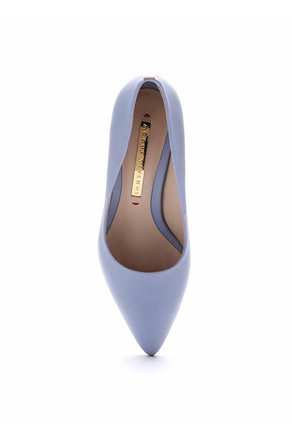 Туфли на среднем каблуке голубого цвета