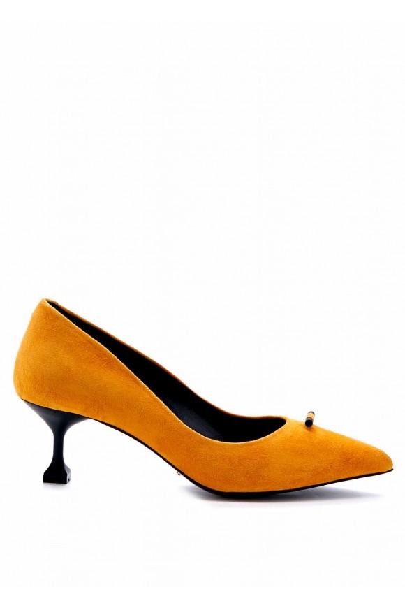 Туфли на среднем каблуке со съёмным пушком