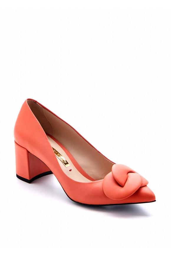 Зручні туфлі на середньому підборі